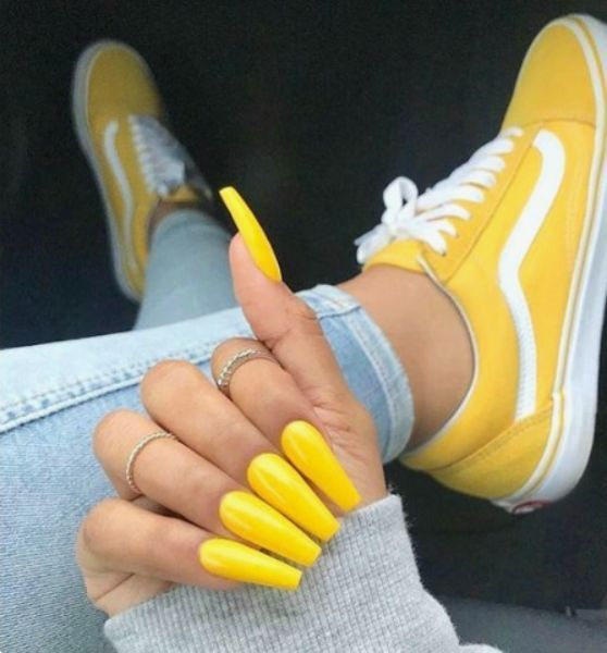 Yellow nail extensions